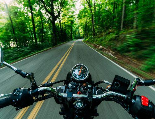 Dozwolona prędkość jazdy motocyklem z dzieckiem.