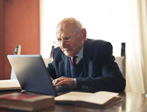 Czy pracowników, którzy nabyli uprawnienia emerytalne obowiązują okresy wypowiedzenia?
