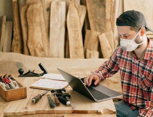 Czy pracodawca może zobowiązać wszystkich pracowników do noszenia maseczek w zakładzie pracy?